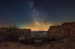 Blick auf das Milchstraßen Zentrum durch die Desenbrg Ruinen