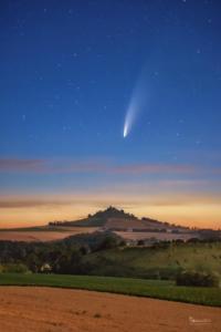 Komet Neowise über dem Desenberg