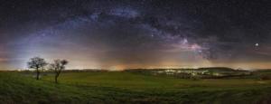 Milchstraßenpanorama über Warburg