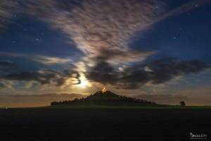 Mond über dem Desenberg