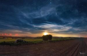 Sternenhimmel mit Schleierwolken.