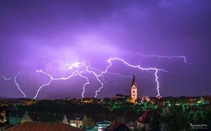 Blitz und Donner über Warburg