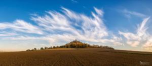 Flammenwolken übder dem Desenberg